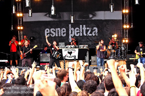 ESNE-BELTZA-DVD-CD3arg-GAUILUNAK.png